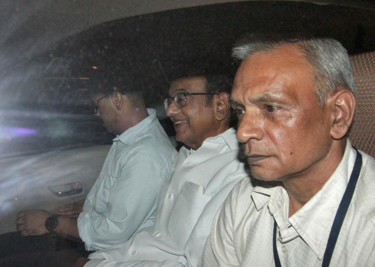 Voormalige Indiese minister van finansies, Chidambaram, is in hegtenis geneem in korrupsiesaak