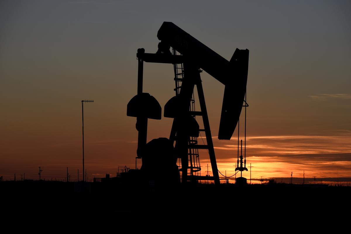 Oil rises further above $60, Jackson Hole summit in focus