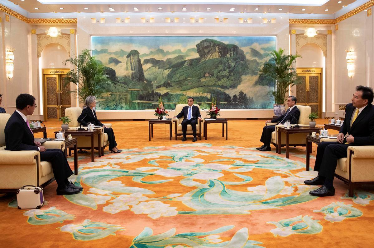 Suid-Korea sal die verdrag van intelligensie-verdeling met Japan te midde van 'n geskil oor die geskiedenis opneem
