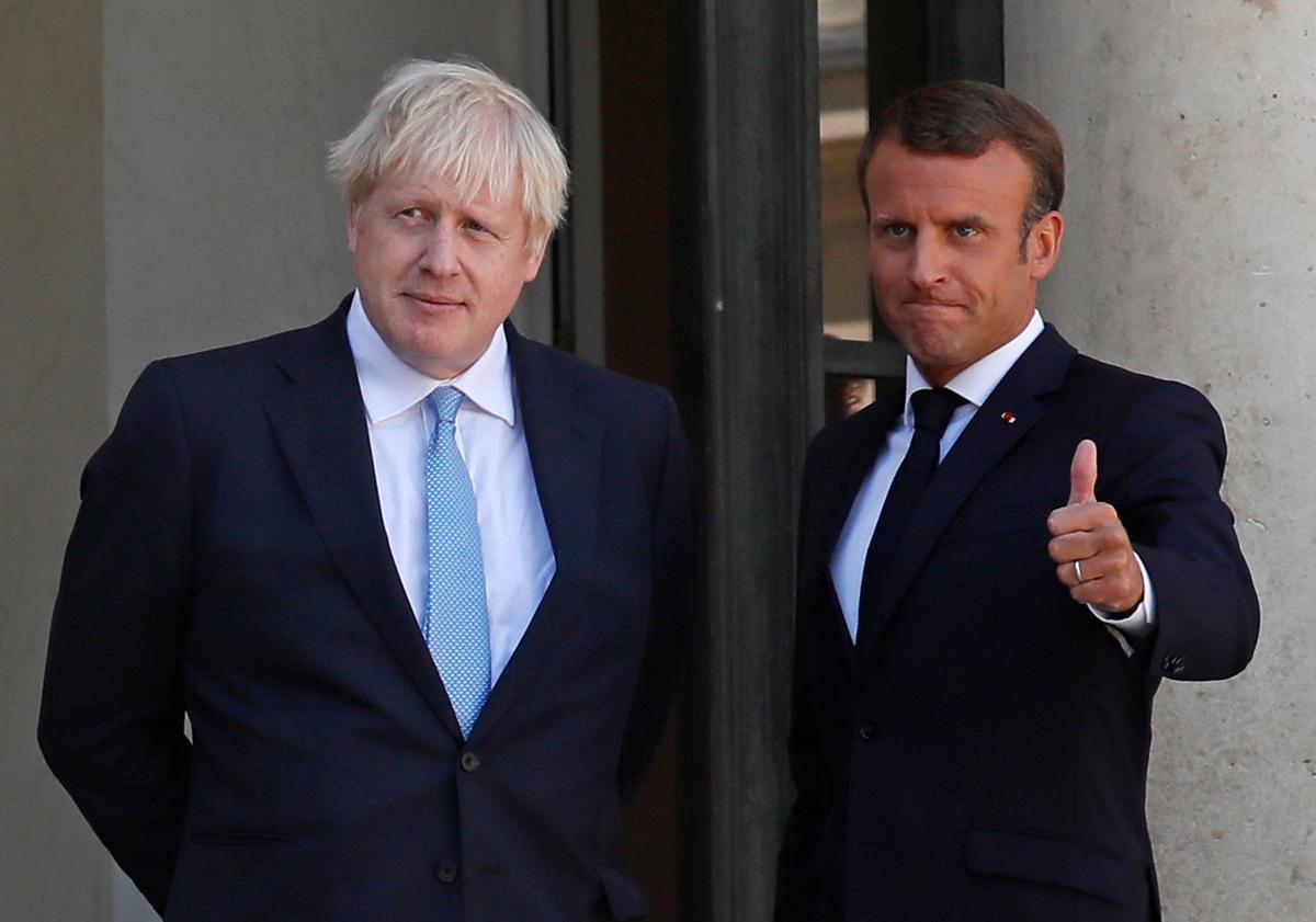 UK se Johnson in Parys: ons sal nie grenskontroles in Ierland instel nie