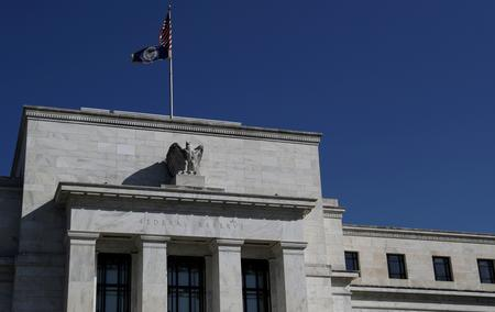 Is the U.S. economy sinking or the strongest ever? For the Fed, no clear answer