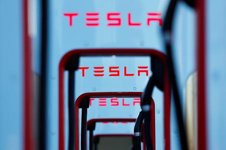 Tesla to buy batteries from South Korea's LG Chem - Bloomberg