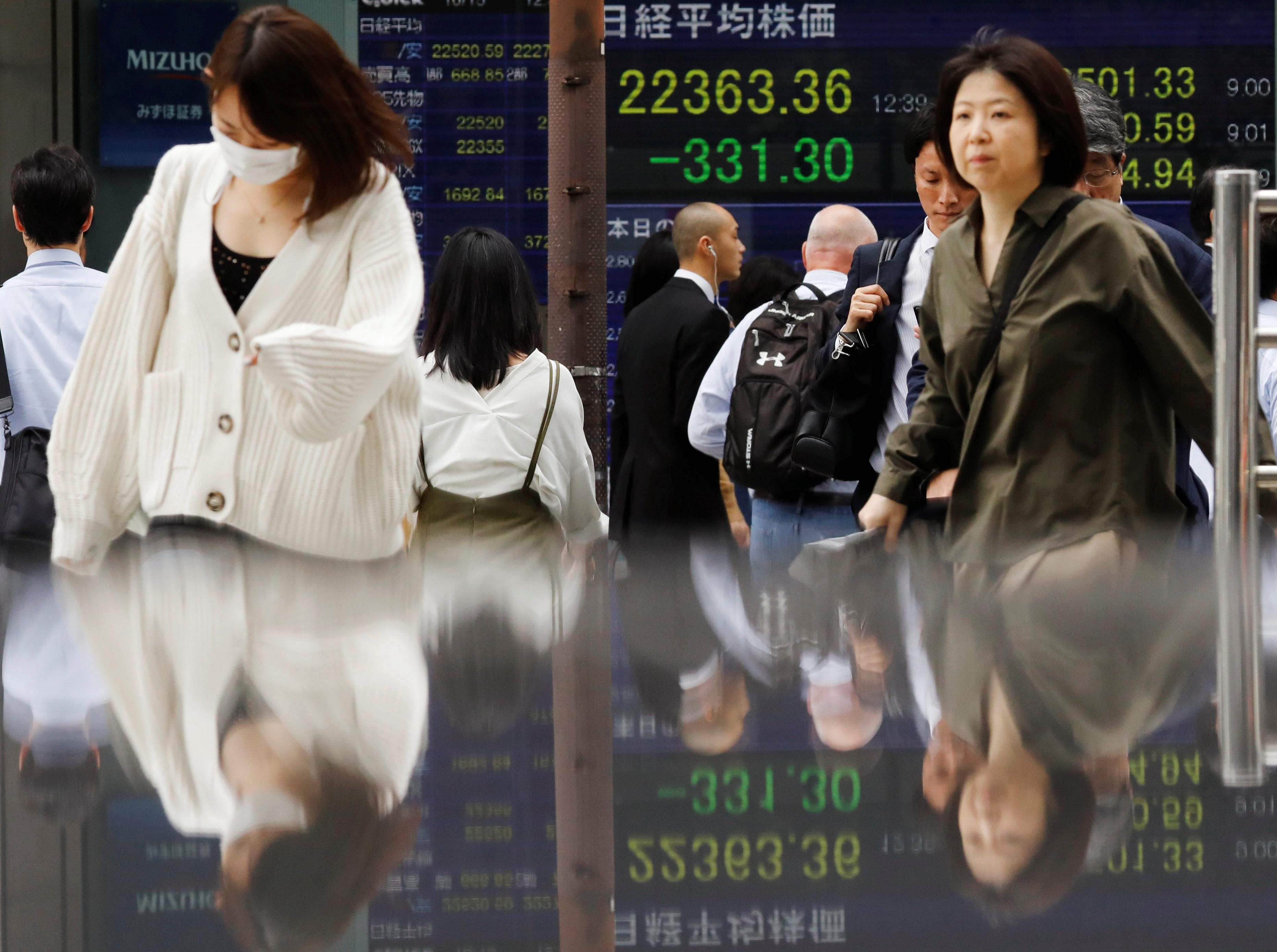 Asia shares sink, bonds surge as trade fears mount