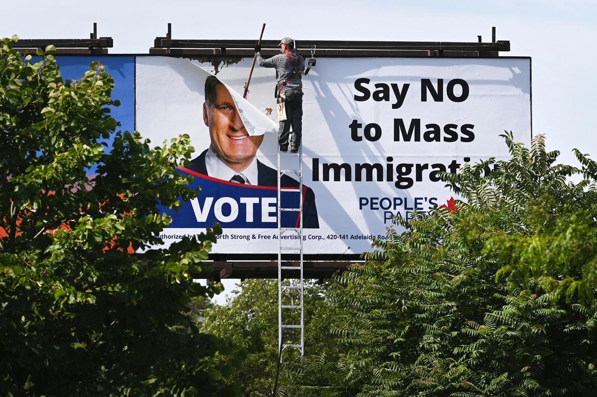 Anti-immigrasie-advertensieborde regoor Kanada is ná terugslag teruggeneem