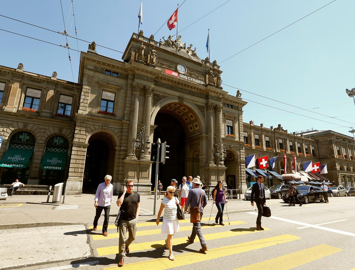 Slegs die helfte van die Switserse bevolking gebruik aanlynbankdienste: opname