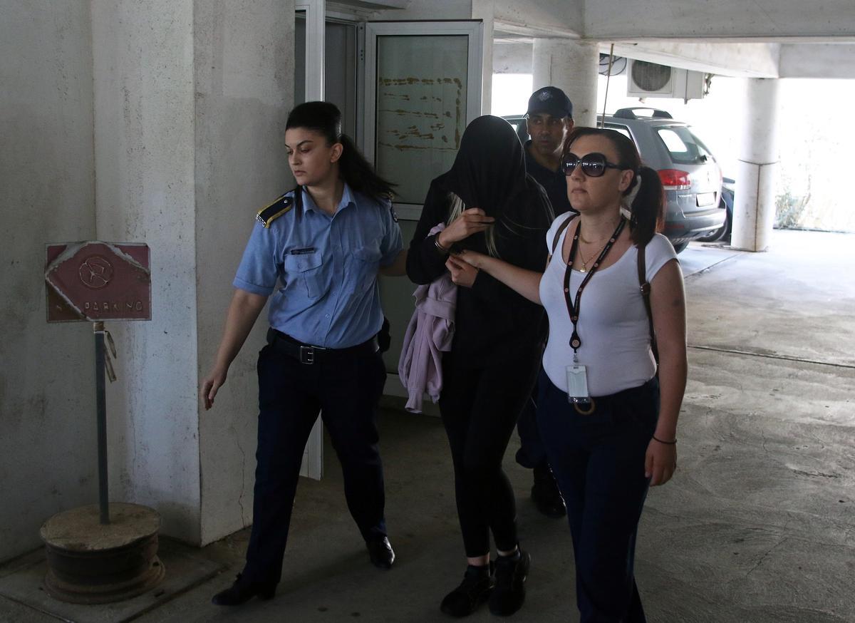 Britse tiener ontken die beskuldiging van bendeverkragting van Ciprus, verhoor 2 Oktober