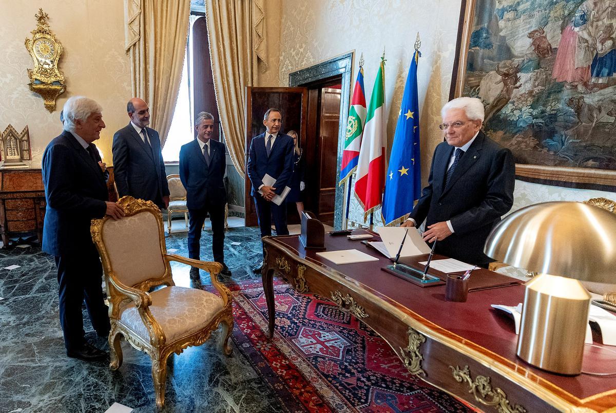 Italië is nader aan nuwe regering namate partye te kampe het