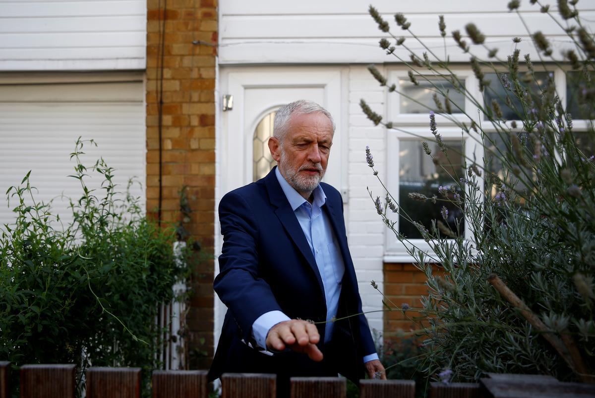 Die Britse opposisieleier Corbyn skryf aan Queen oor die skorsing van die parlement
