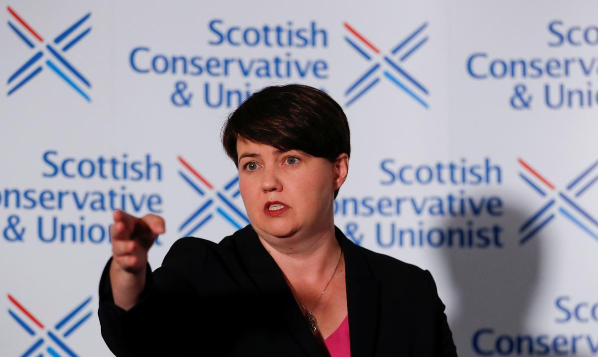 Die Skotse konserwatiewe leier, Davidson, stop met verwysing na Brexit en familie