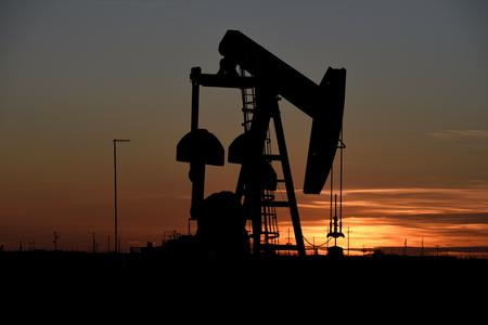 Oil set for biggest weekly gain since July on trade dispute hopes