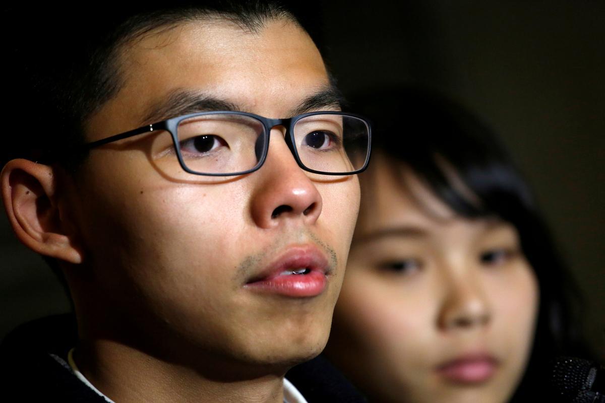 Die Hong Kong-aktivis Joshua Wong is in hegtenis geneem weens betogings