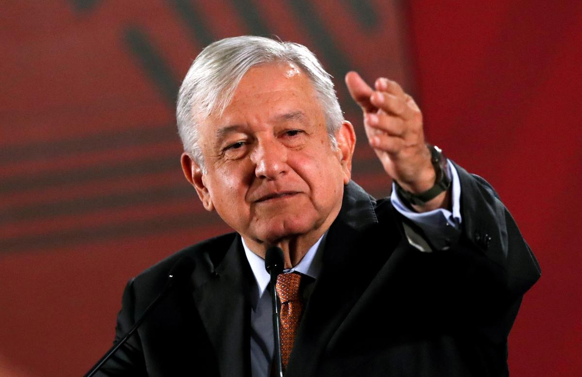Mexikaanse president steun amptelike beskuldigdes van verdagte aankope van vaste eiendom