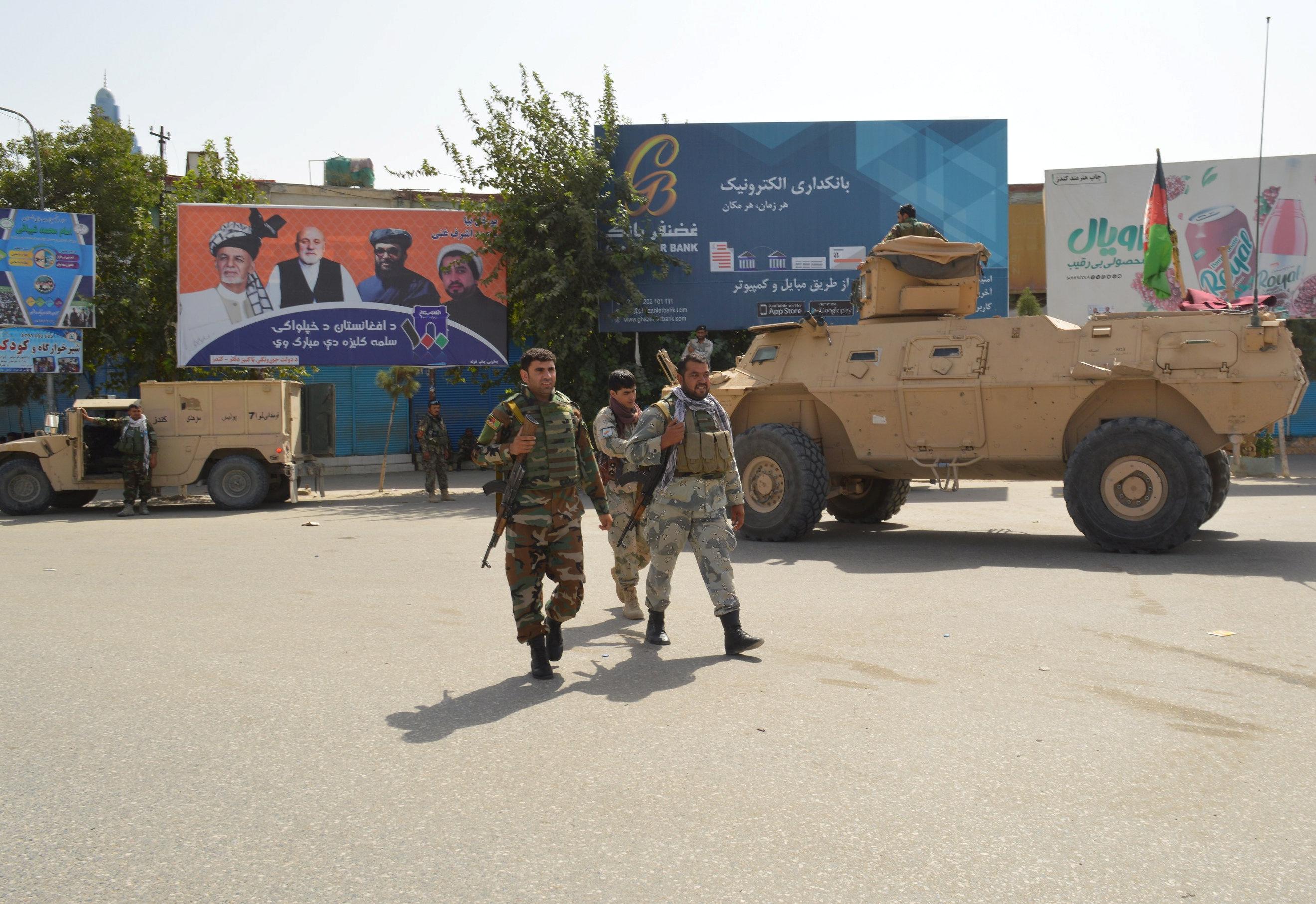 Des dizaines de personnes sont tuées sous le choc des talibans et des forces afghanes à Kunduz malgré les pourparlers de paix