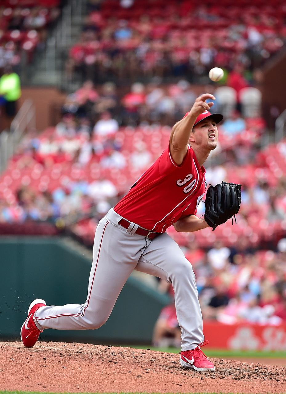 Ervin Powers Reds To Doubleheader Split Vs Cards Reuters