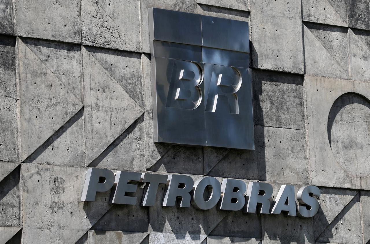 Exclusive: Petrobras unit head removed amid bribery