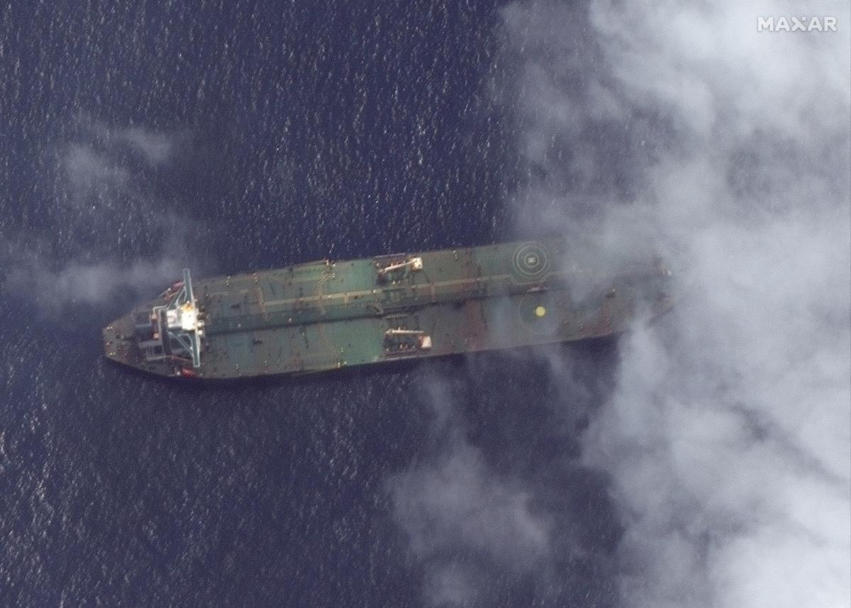 Iranse tenkwa Adrian Darya 1 gefotografeer buite die Siriese hawe Tartus: Amerikaanse satellietfirma