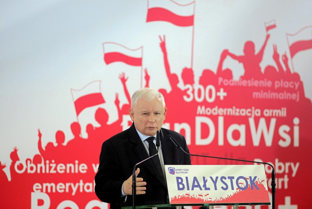 Poolse PiS belowe kiesers nog meer kontant voor die verkiesing in Oktober