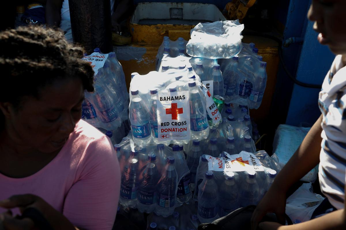 Hulppogings neem toe te midde van vrees vir 'n 'verbysterende' dodetal in die storm, het die Bahamas verwoes