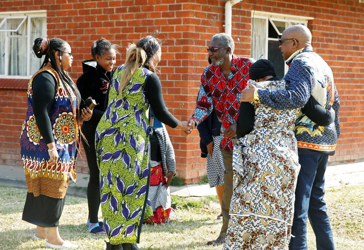 In Mugabe se dorp sê familielede dat hy baie bitter was voor die dood