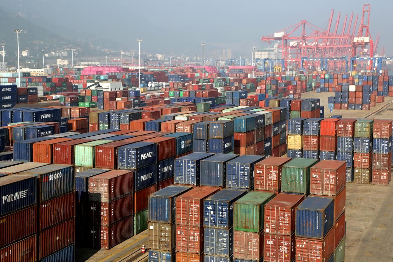 China's August exports unexpectedly shrink as U S  shipments