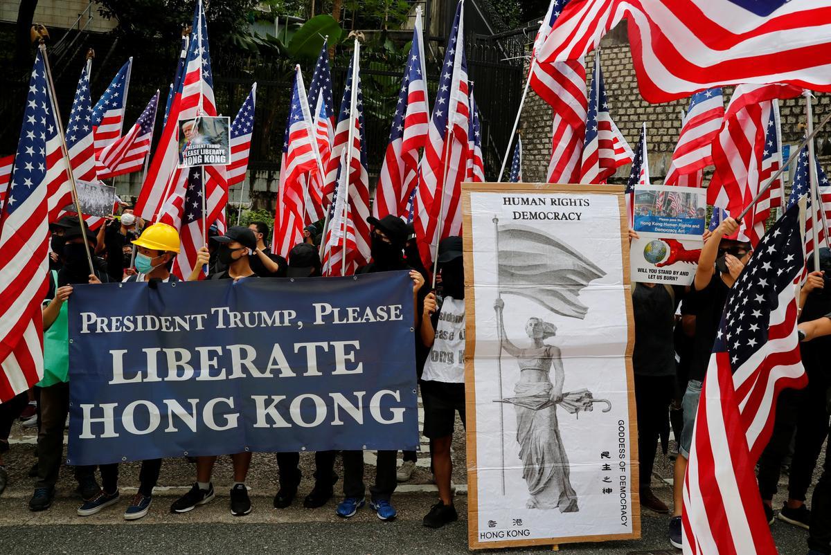 Hong Kong-betogers sing Star Spangled Banner in beroep op Trump om hulp