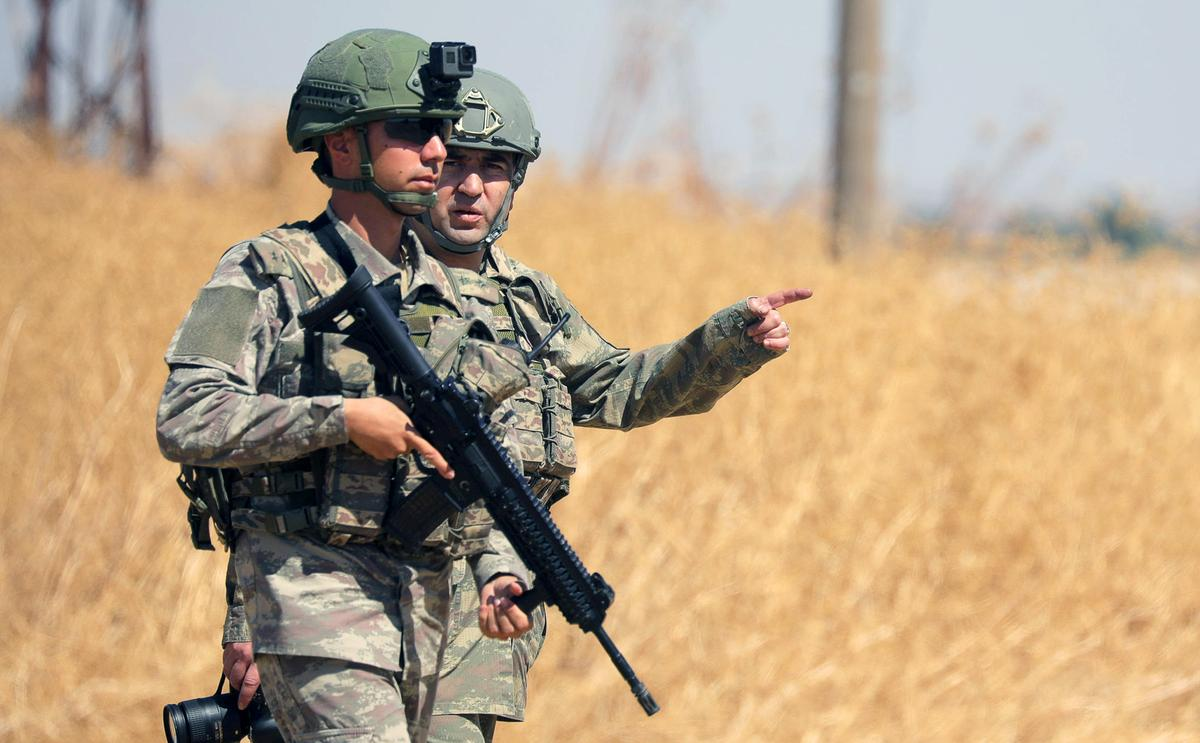 """Turkse weermag gaan Sirië binne om gesamentlike Amerikaanse """"e; veilige sone"""" e te begin; patrollie"""