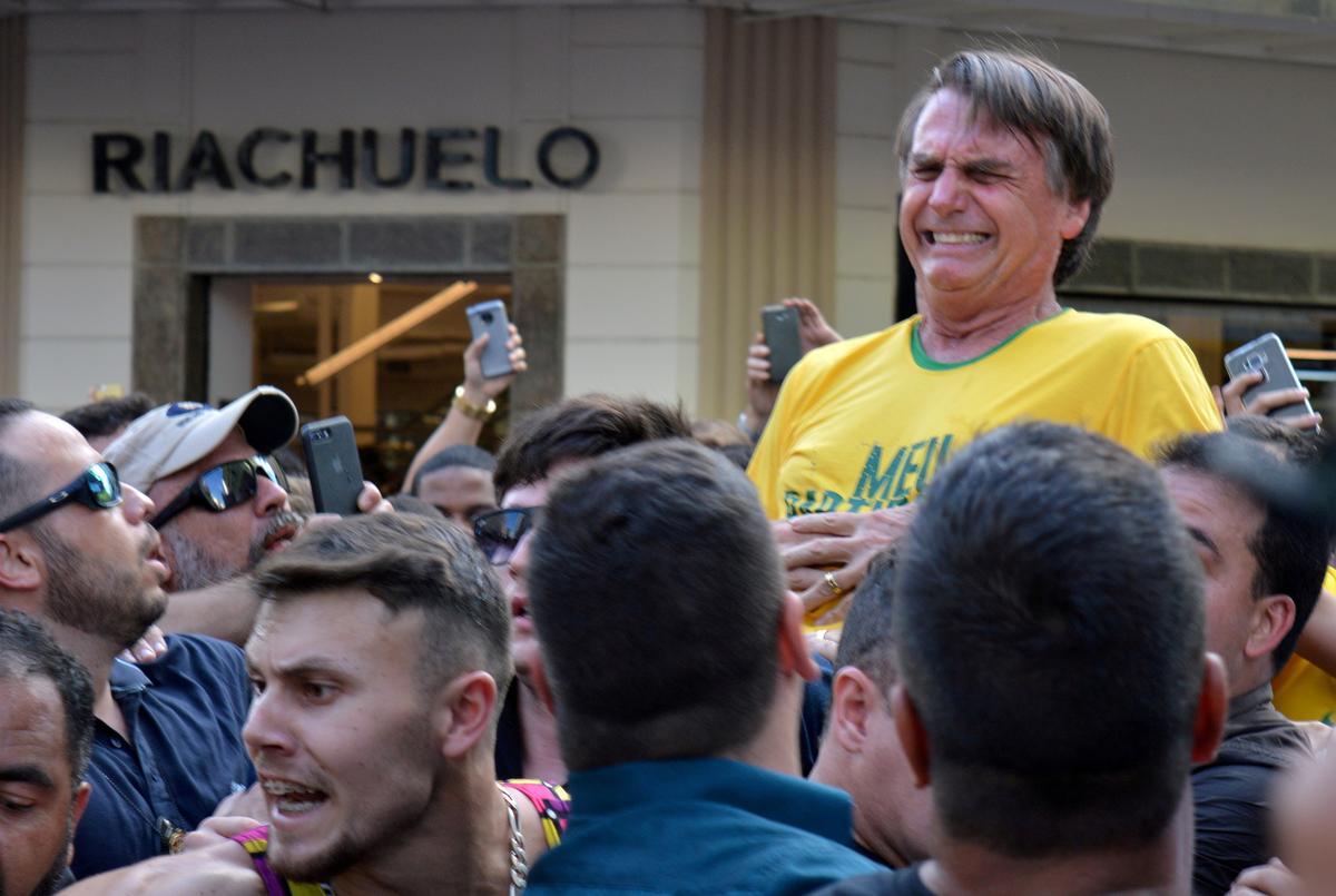 Bolsonaro, Brasilië, het herstel van 'n operasie om die jaar oue steekwond te behandel