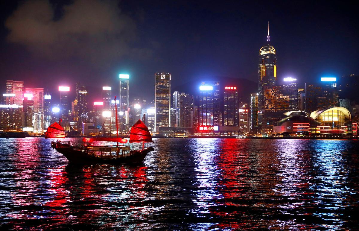 Besoekers van Hong Kong in Augustus duik 40% jaar-op-jaar, hotelle half vol: finansieringshoof