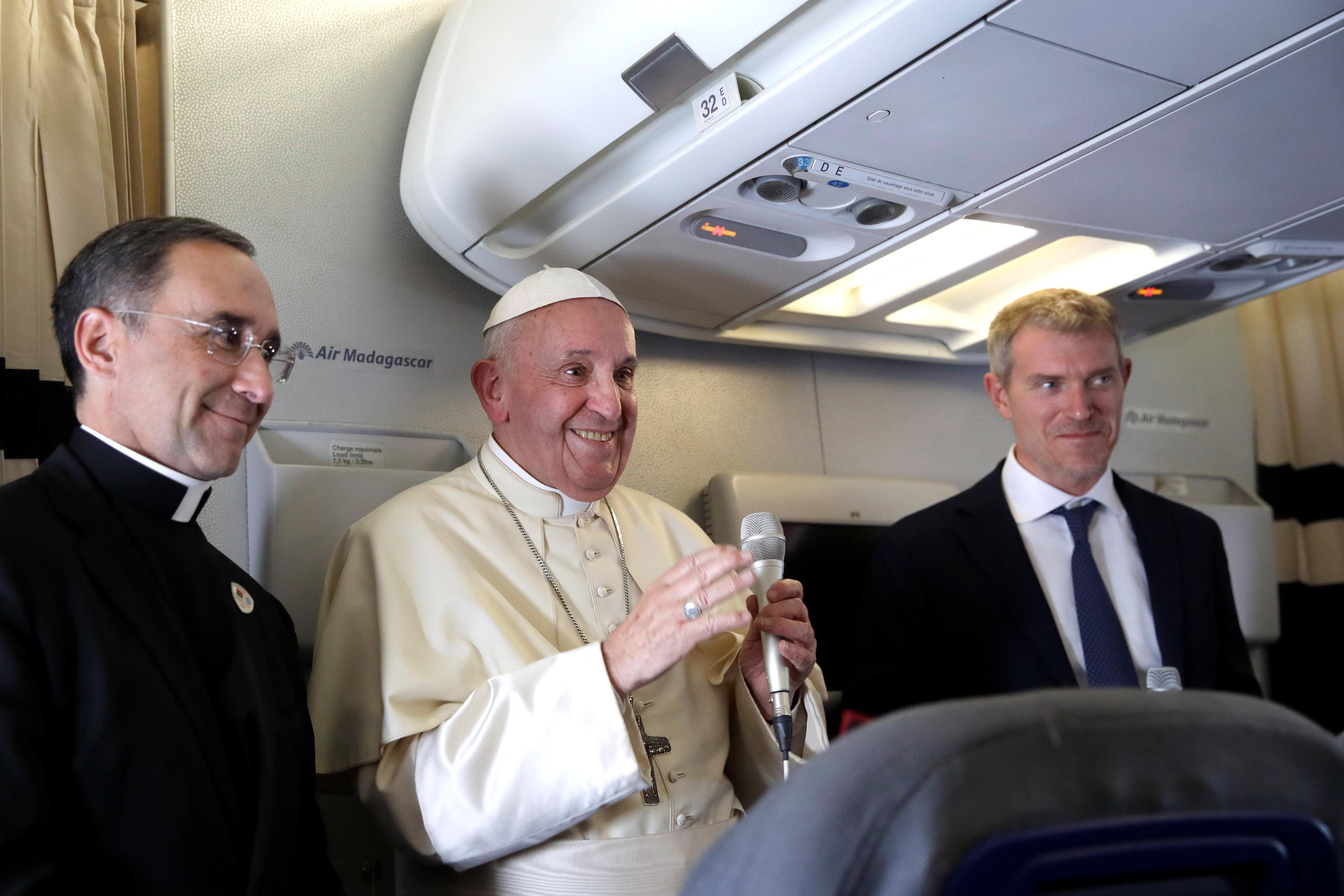 Pope says Britain should obey U.N., return islands, including U.S....