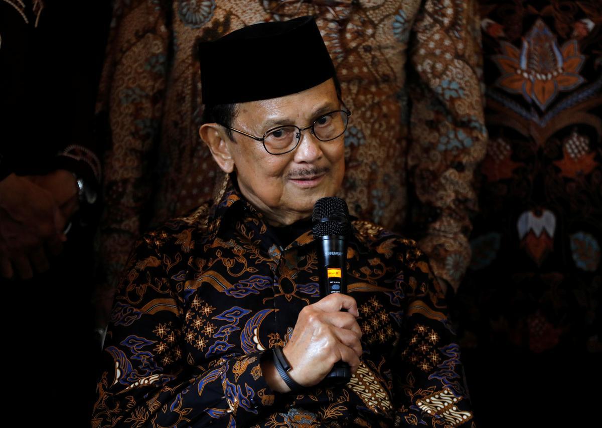 Habibie, Indonesië, president tydens oorgang na demokrasie, sterf