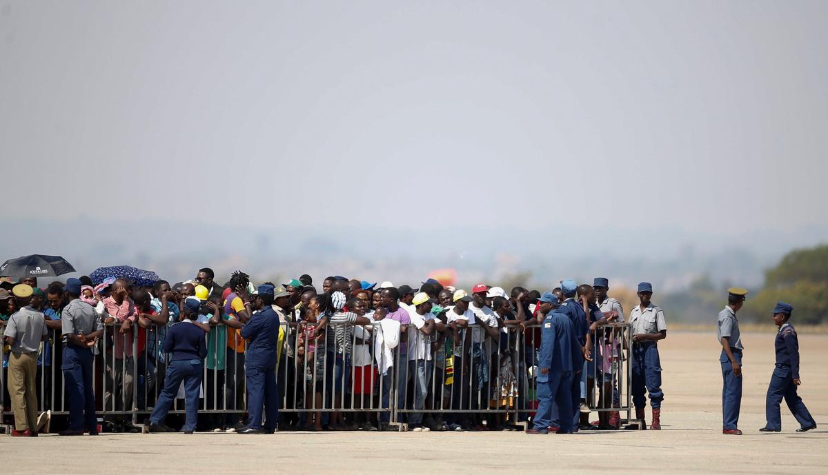 Vliegtuig wat Mugabe se lyk dra, beland in Zimbabwe: getuie
