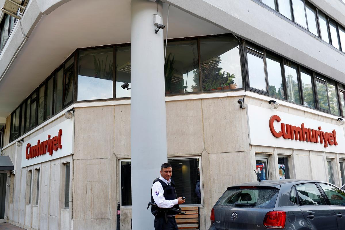 Top Turkse hof beveel die vrylating van die gevangenes in Cumhuriyet aan