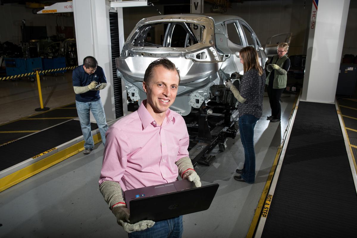 Ford, GM ry elektriese bakkies op om na Tesla te ry
