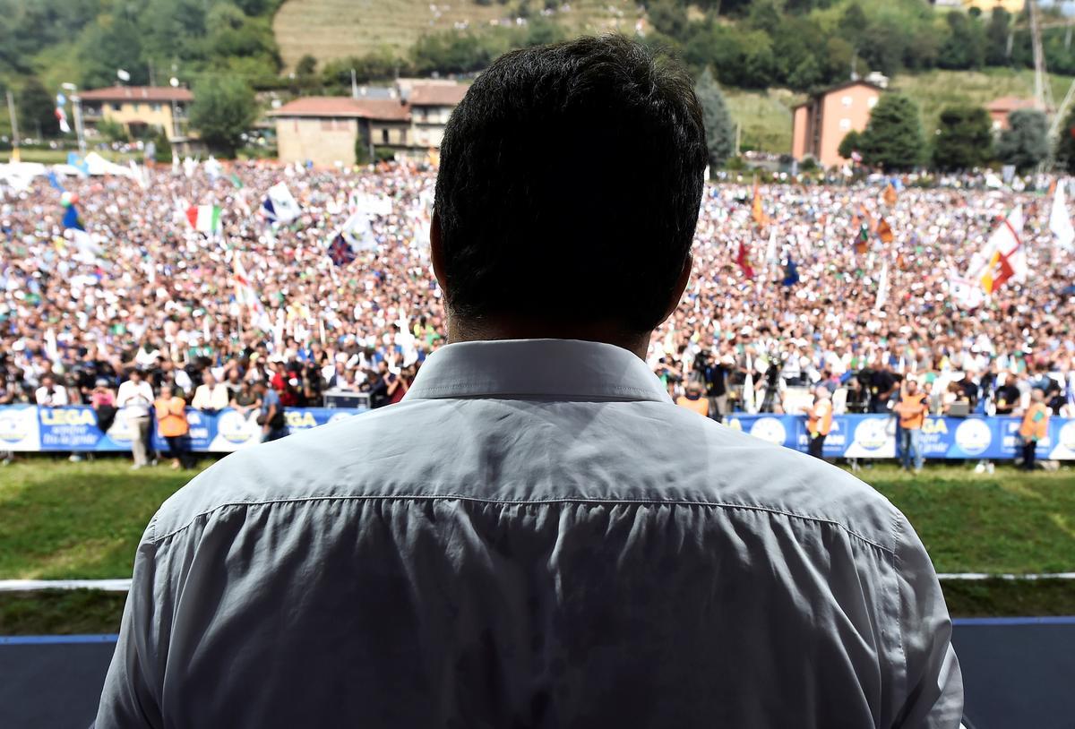 Die liga-leier Salvini beloof referendum om die nuwe regering van Italië teen te werk