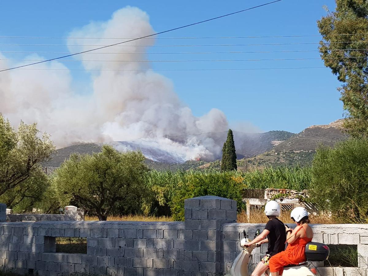 Dorpe ontruim as veldbrand woed op die Griekse eiland Zakynthos