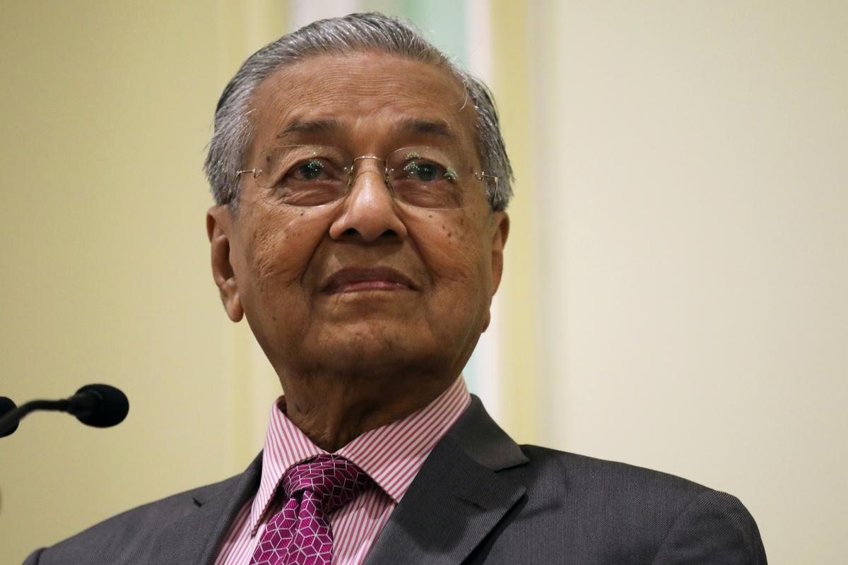 Die premier van Maleisië stel wet voor om maatskappye te dwing om brande in die buiteland te staak