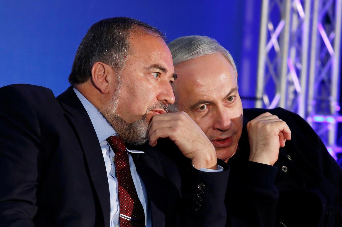 "Van ""e; King Bibi"" e; aan koningmaker Lieberman?"