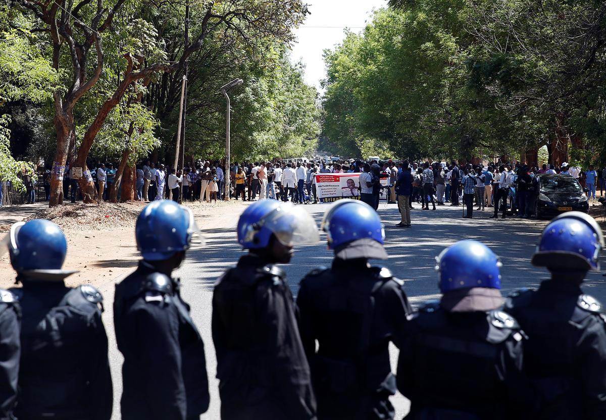 Dokters in Zimbabwe sê dat hulle doodsdreigemente weens staking ontvang