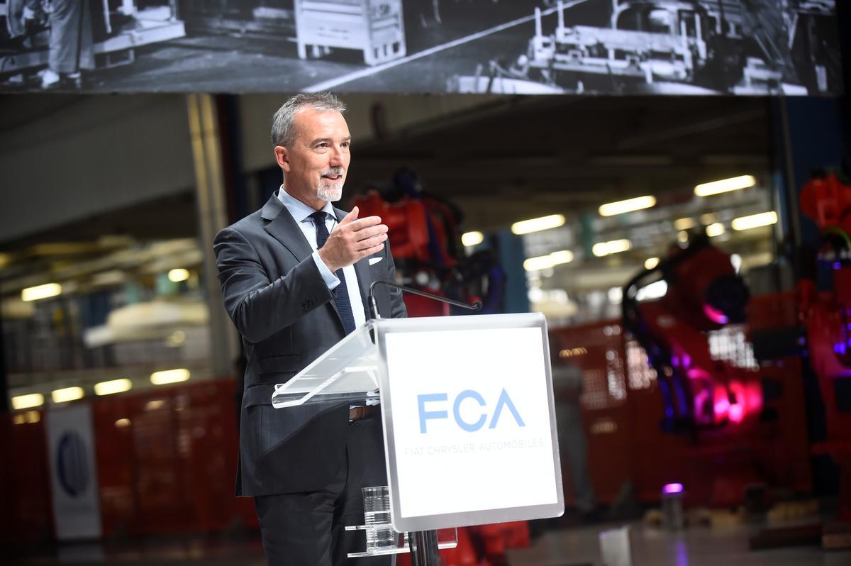 Fiat Chrysler toets voertuig-na-rooster-tegnologie met 'n vloot van 700 motors