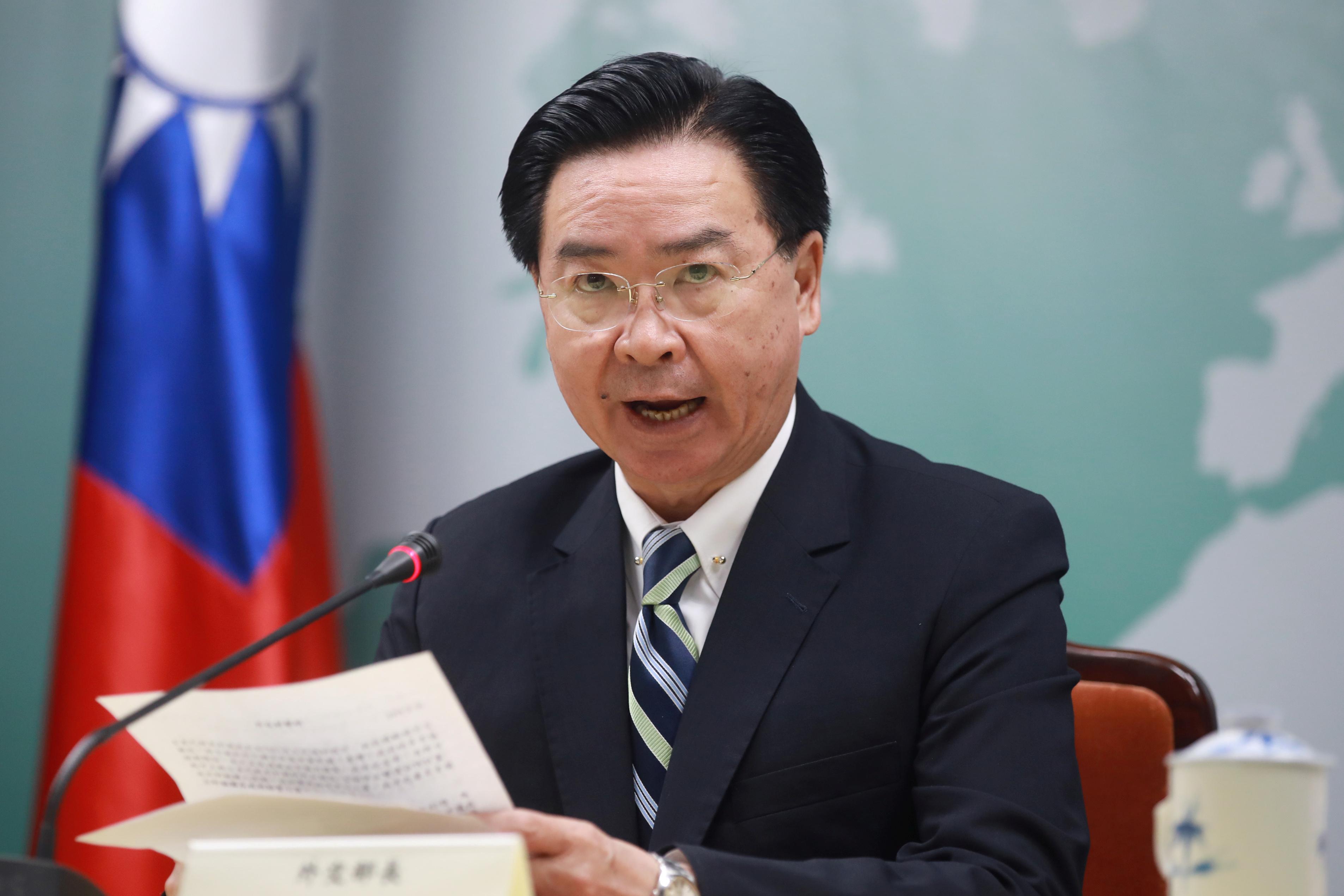 Taiwan says China lures Kiribati with airplanes after losing...