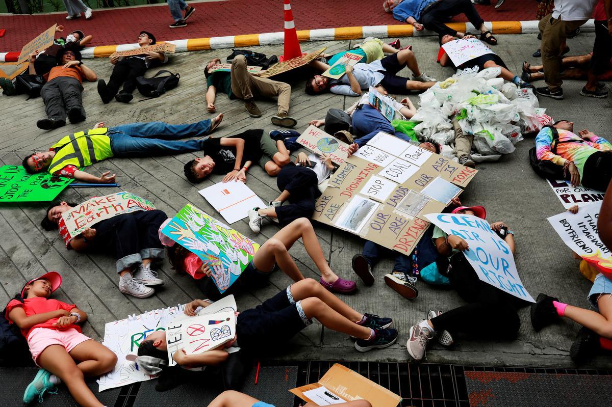 """Jong klimaatstakers """"e; drop dead"""" e; by die Thaise omgewingsbediening"""