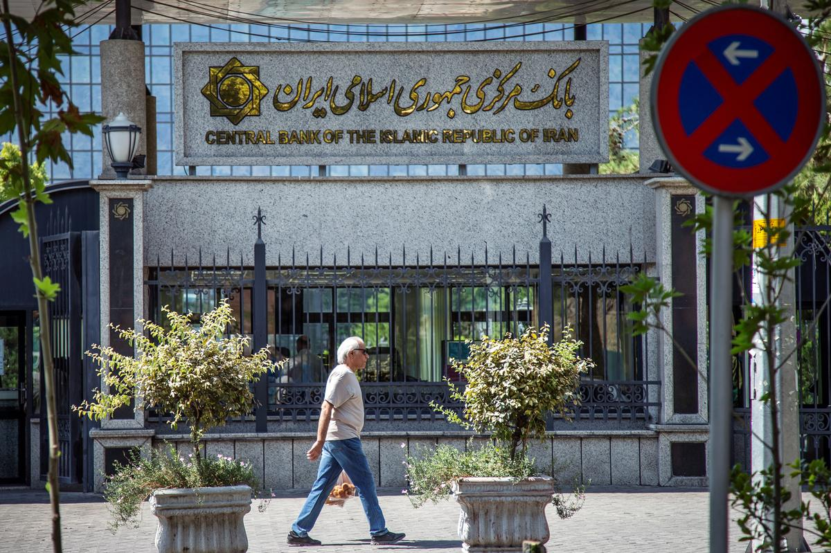 Amerikaanse sanksies Iran se sentrale bank, fonds ná Saoedi-olie-aanval