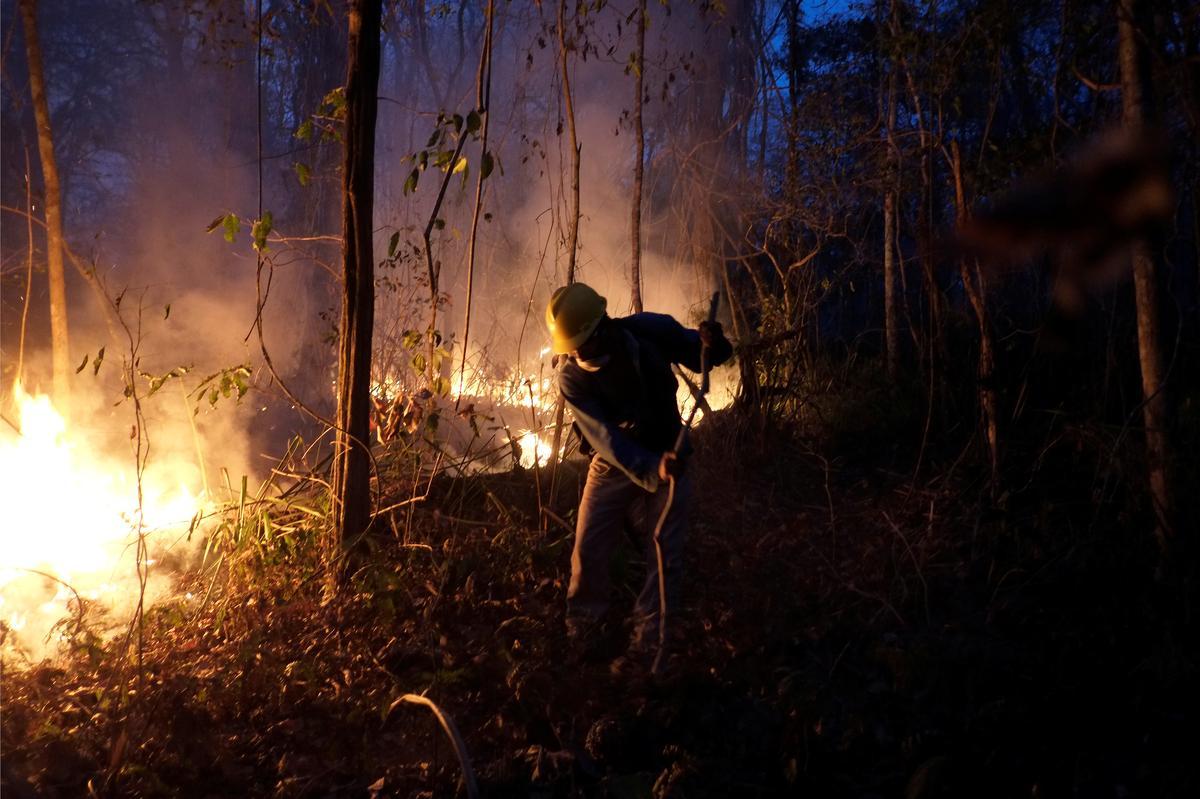 Brandbestryders in Bolivia verloor die hoop om vlamme te tem omdat die afgebrande gebied verdubbel