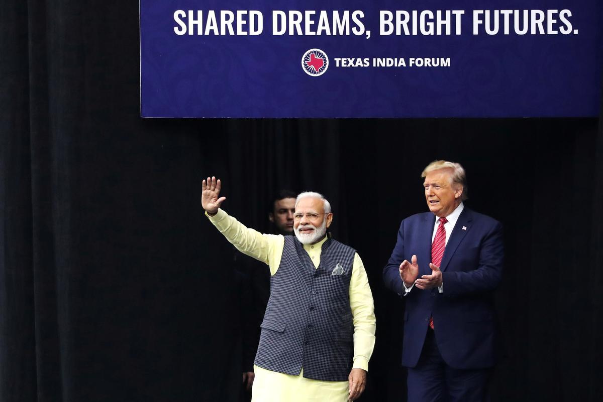 'Howdy, Modi!' - Duisende, plus Trump, hou in Texas saam vir die leier van Indië