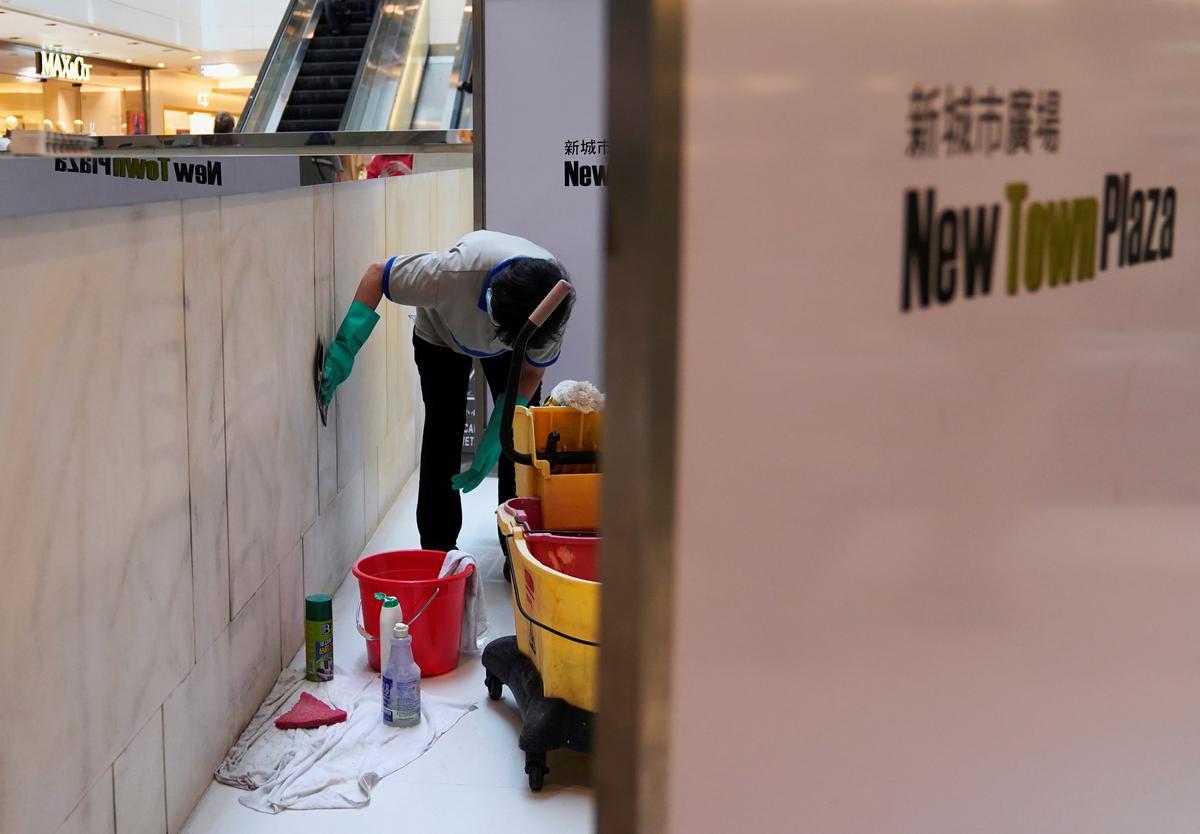 Hong Kong vaar op na vars geweld en word vir 1 Oktober herdenk