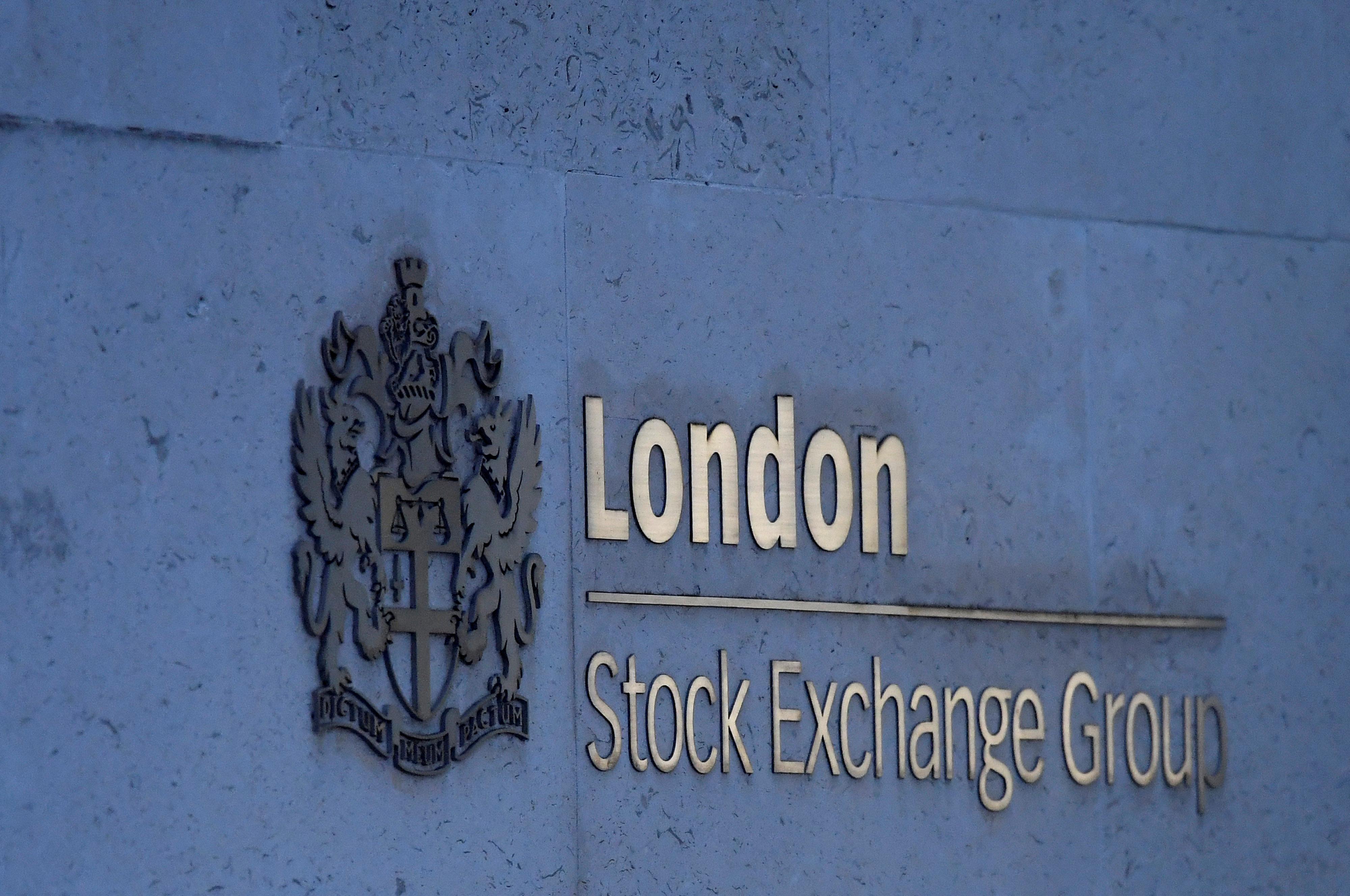 Banks lead FTSE 100's descent; Thomas Cook collapse buoys rivals