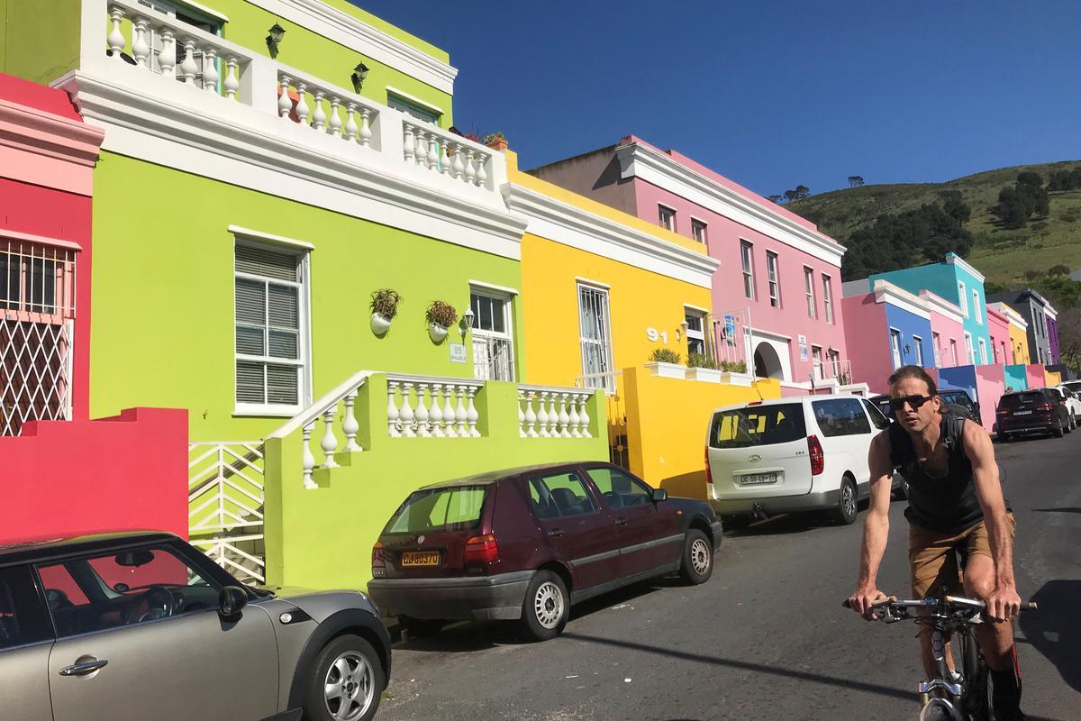 Die Britse Harry en Meghan arriveer in Suid-Afrika op die eerste toer sedert die geboorte van die baba