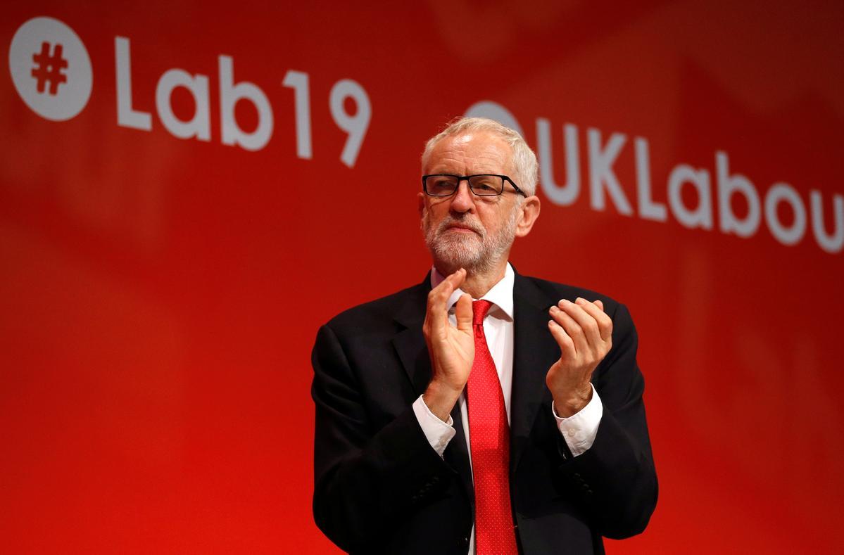 Die Britse Corbyn kry steun van die Arbeid vir die betwiste Brexit-strategie