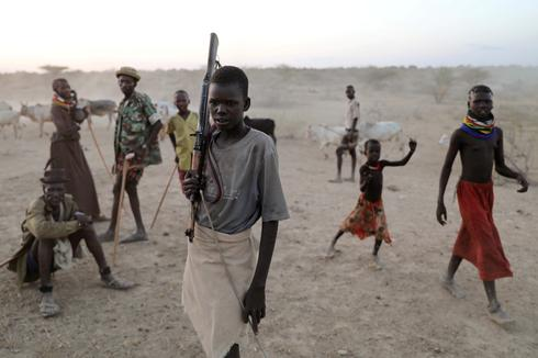 Nomads clash over cattle in northern Kenya