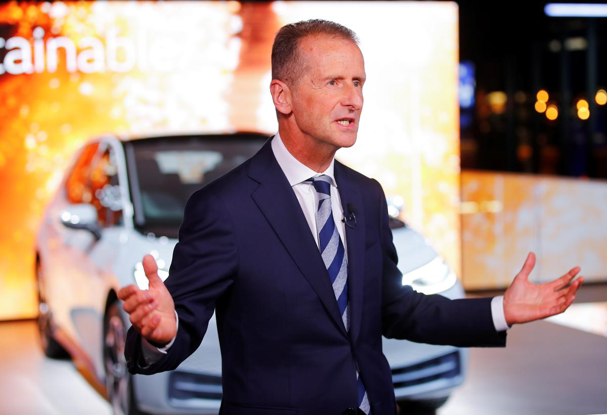 German prosecutors press charges against current and former VW CEOs